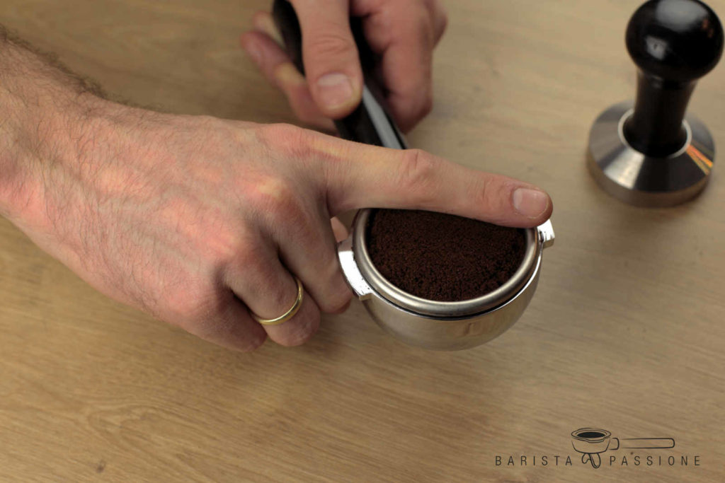 espresso zubereiten - espressomehl leveln
