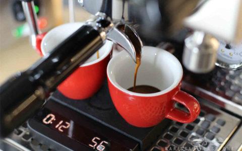 Espresso-Zubereitung mit der Barista Waage Acaia Lunar