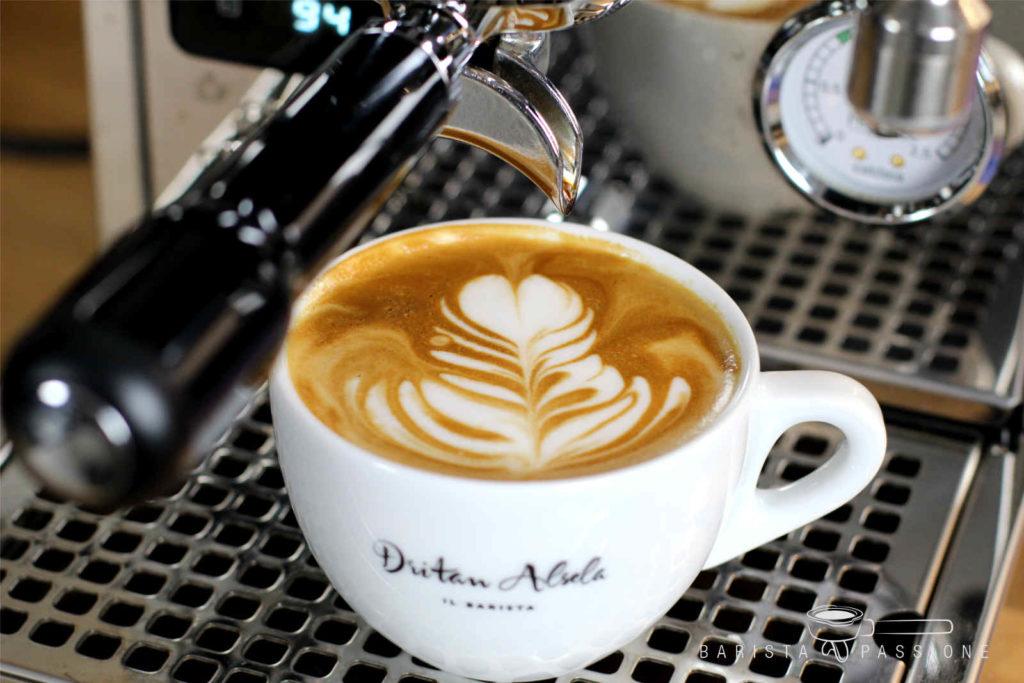 bild-latte-art-blatt-rosetta