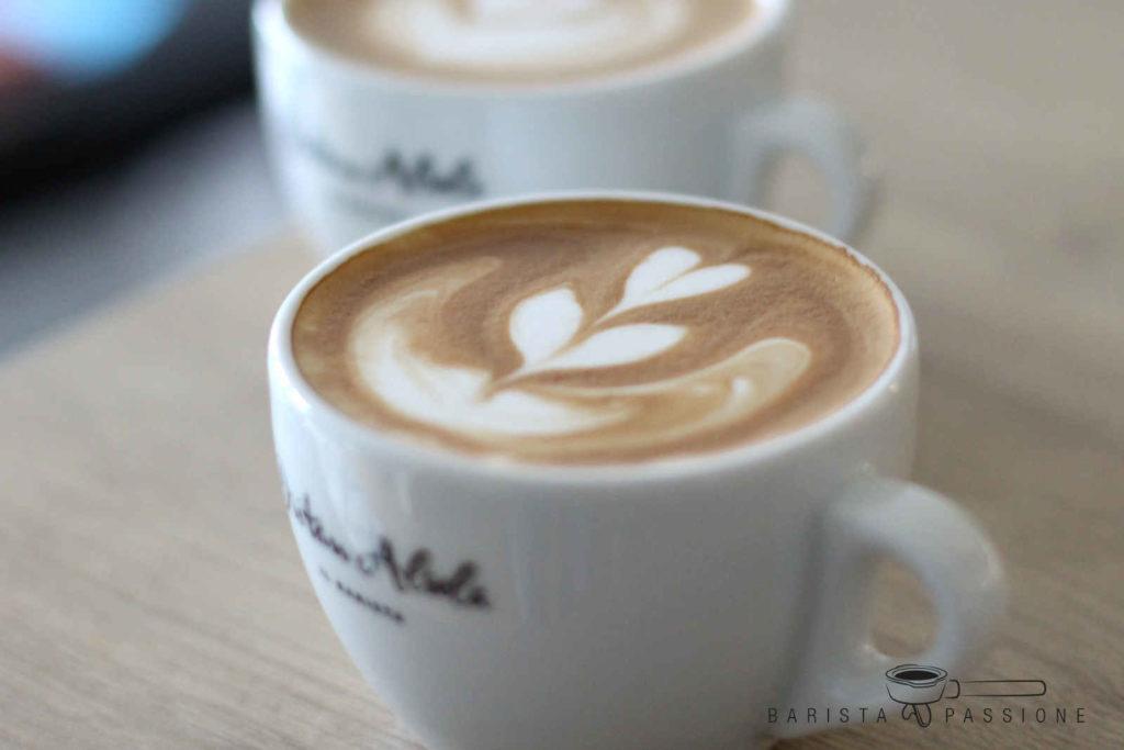 Cappuccino zubereitet mit Latte Art