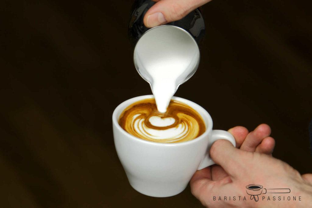 feinporiger milchschaum: perfekter milchschaum für latte art