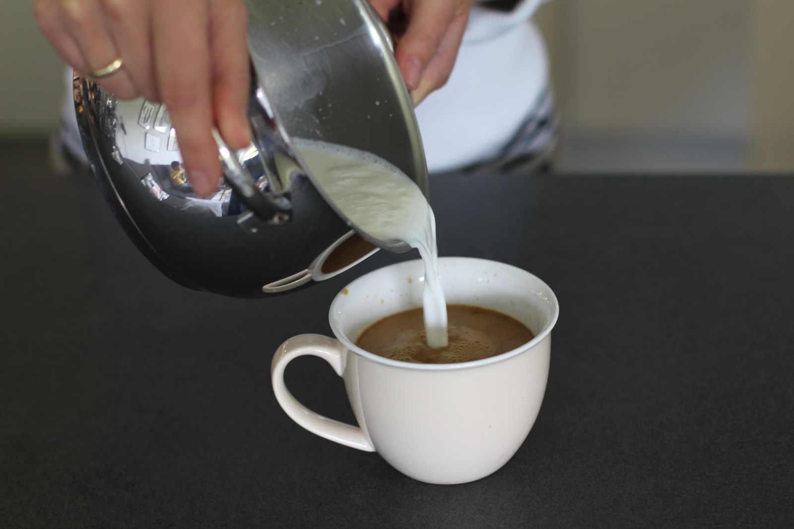milchkaffee zubereiten