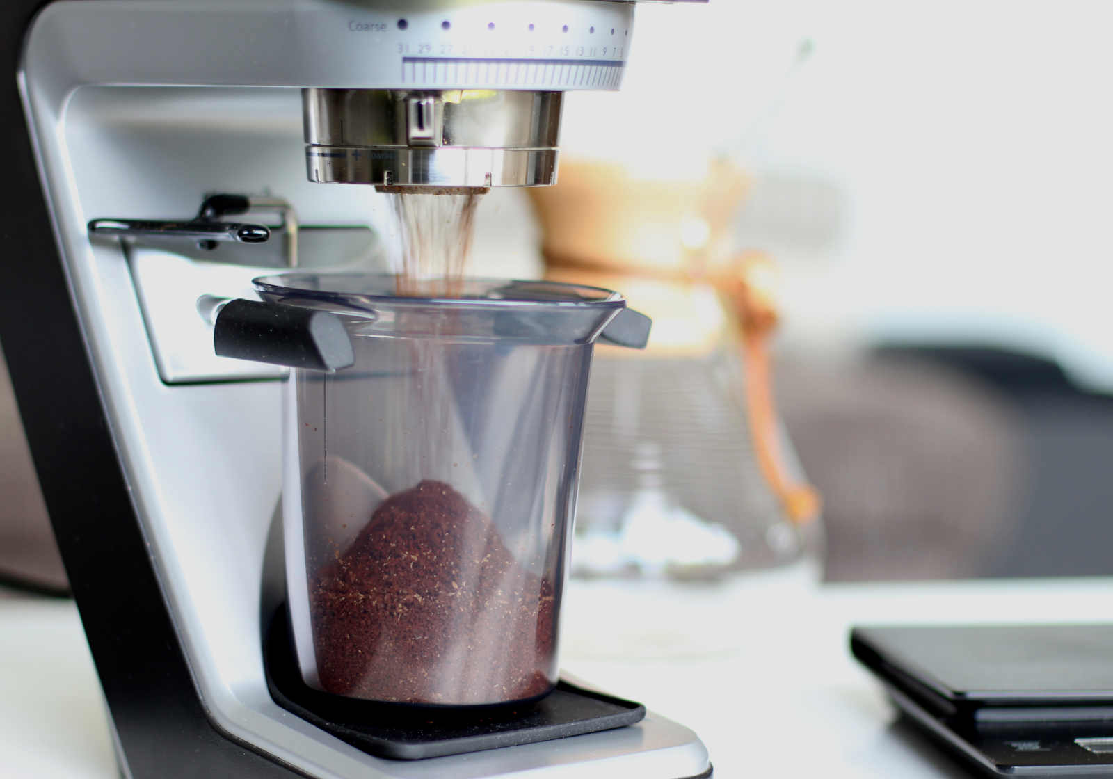 schritt-4-chemex-kaffeebohnen-mahlen